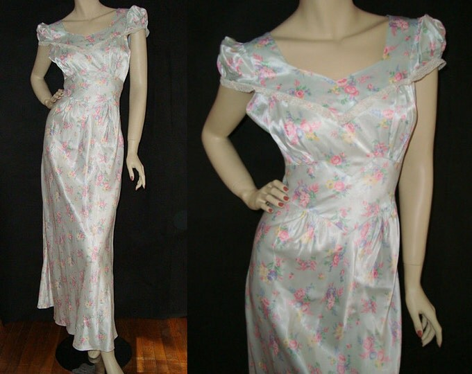 1940s Pale Blue Floral Nightgown M Deadstock