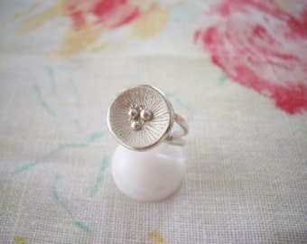 Poppy ring, Silver round ring, Silversmith jewelry, Flower ring, Minimalist jewelry, Artisan jewelry, Unique ring for her, Free gift wrap
