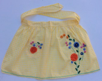 Vintage Apron Yellow & White Checks w 3D Rickrack Flowers