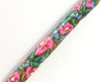 Boye Size I  5.5mm  Crochet Hook Polymer Comfort Handle Crochet Hook with Pink and Blue Garden Flowers and Green Leaves