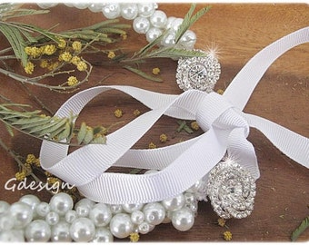 Bridal Wedding Pearl Necklace, Wedding  Bridal  White Glass Pearl pendant, 2 Rhinestone Brooches Necklace. Pearl jewellery