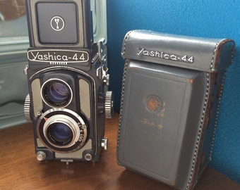Yashica 44a TLR- grey working