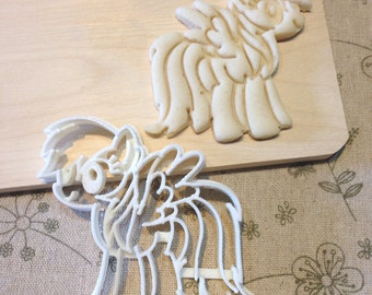 My Little Pony Rainbow Dash Cookie Cutter - MLP Fondant Icing Cake Cupcake Topper Sugar Cookies Biscuits Mould Girls Birthday Party Favors
