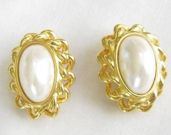 Vintage White Glass Faux Pearl clip Earrings