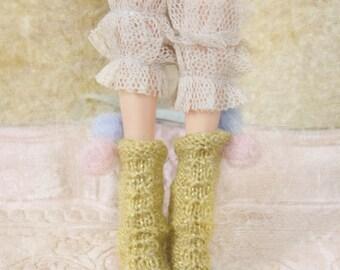 jiajiadoll- Hand Knit- Flowers First love shinning yellow twist pompom socks fits momoko- blythe -Misaki- Unoa light- Lati yellow