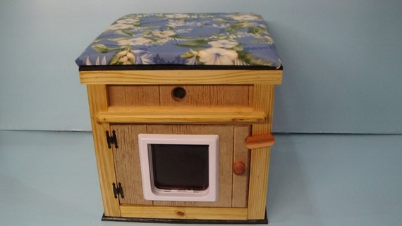 LARGE heated  CAT HOUSE /top cushion/lg door (Ships Next Bus. Day)