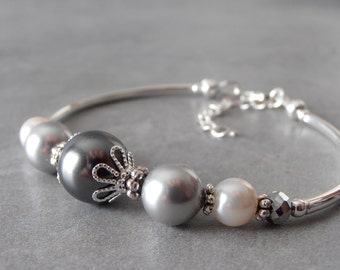 Gray Pearl Jewelry Pearl Bridesmaid Bracelet Gray Ombre Dark Grey Light Grey Cream Beaded Bracelet Pewter Bridesmaid Wedding Jewelry Mystic