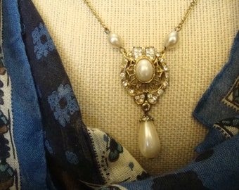 Dainty Vintage Drop Pearl and Rhinestones Pendant Necklace. Gold-Toned