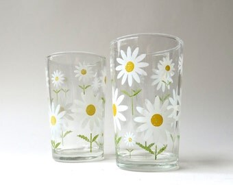 Mid Century vintage Small White Daisy Juice Glasses / Set of 2