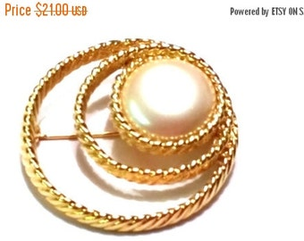 50% OFF Monet Vintage Brooch Gold Tone Circular with Faux Pearl Pin