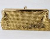 Vintage 1960s Whiting & Davis Gold Mesh Mates Kiss Lock Clutch Purse / Gold Whiting Davis Handbag / Gold Mesh Purse / Whiting and Davis