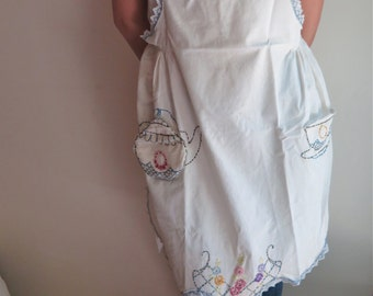 Vintage Embroiderd Apron in Cotton Muslin with Removable Tea Pot Potholder Pocket Mint Condition
