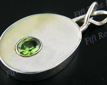 """1 1/4"""" Peridot Mother Of Pearl Shell 925 Sterling Silver Pendant"""