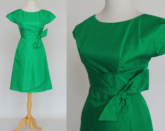 50s/60s Taffeta Cocktail Dress in Emerald Green / Short Sleeves / XSmall
