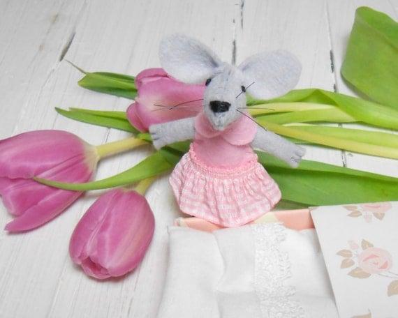 Newborn baby shower gift girl felt stuffed mouse in matchbox wool felt miniature nursery decor children birthday pre teens kids gifts