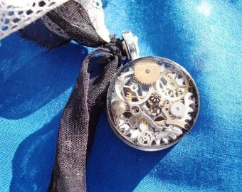 """Craft / Art Class Workshop, """"Time Standing Still Necklace"""", Jewelry Resin Workshop with Erin Keck"""