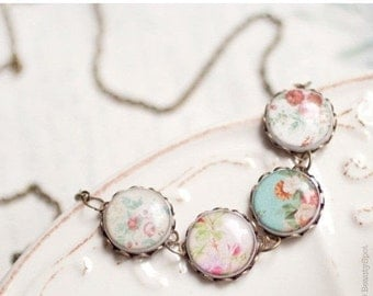 Flower bib necklace - Shabby Chic necklace - Retro necklace (BN006)
