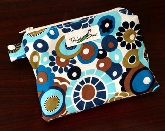 "7""x5"" Tab-Handled Wetbag ~ Vintage Daisies Cotton with PUL Lining ~ by Talulah Bean"