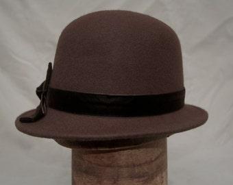 Brown Felt Cloche Hat / Womens Brown Wool Felt Small Brim Winter Hat / Felt Cloche With Velvet Bow / Vintage Inspired Cloche / Millinery