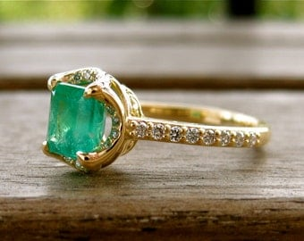 Colombian Emerald Engagement Ring in 18K Yellow Gold with Diamonds and Scrolls Size 6.5
