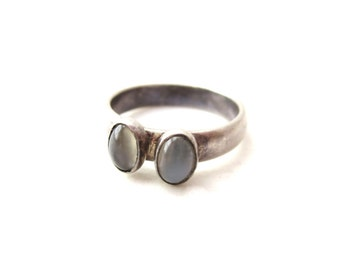 Dainty Vintage Unmarked Sterling Silver & Double Oval Moonstone Cabochon Size 6 Woman's Ring