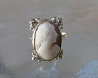 Sterling Silver Antique Carved Cameo Shell Ring - Size 9
