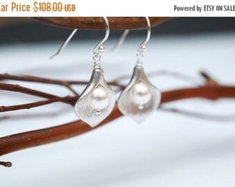 Bridesmaid Jewelry Set of 6 Small Silver Calla Lily and Pearl Earrings