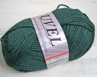 Knitting  yarn, Destash yarn, green yarn, Sport weight, Y207