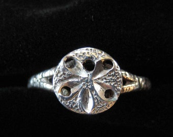 Sterling Silver Sand Dollar Ring, Size 8.5