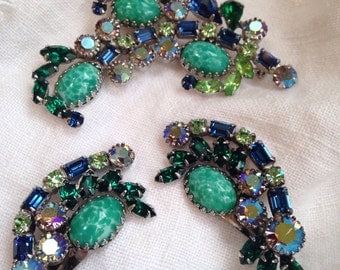 Vintage Peking Jade Glass Brooch Earrings Green Blue Rhinestones