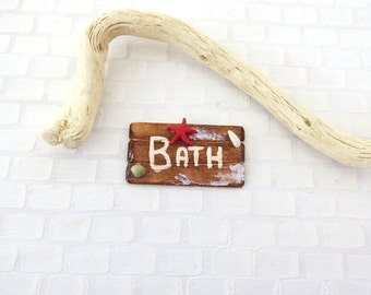 Driftwood bath sign with red starfish in 1:12 scale