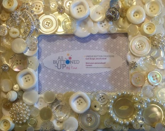 White Button Frame with Pearls ~ Gift for Mom ~ Gift for Sister ~ Mothers Day ~ Memory Frame ~ Cottage Decor ~Wedding ~ for 4x6 photo