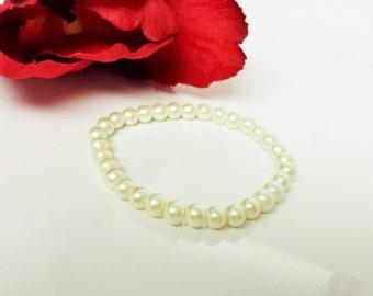Ivory Pearl Bracelet - Ivory Wedding Bracelet - Ivory Flower Girl Bracelet - Ivory Bridal Party Bracelet