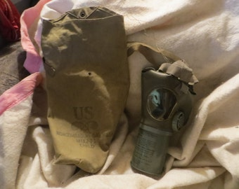 Original WW2 US Non-Combatant child gas mask   mia2-I-I  And canvas bag