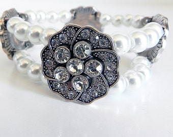 Bracelet Stretch Style with Silver and Crystal Flowers and White Pearls