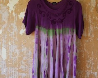 ON SALE vintage.  Gypsy Rayon Flowy Dress // Vintage Worn Tie Dye Artist Dress / Free Size