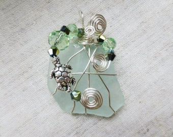Beautiful silver plated wire wrap and crystal beads Hudson River aqua sea glass pendant. Lot of 1 pendent.