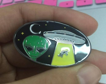 UFO PIN.    Number 10 of set of 100. only made