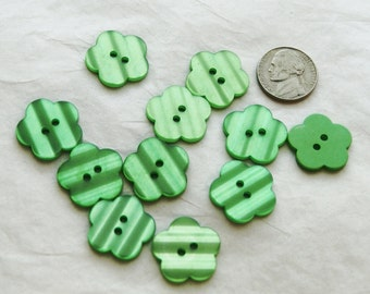 20 Green Flower Buttons, 2 hole Flat Shiny Green Buttons i 37)