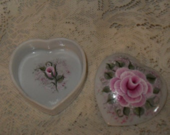 Victorian Chic Hand Painted Pink Rose China Heart Keepsake Trinket Box