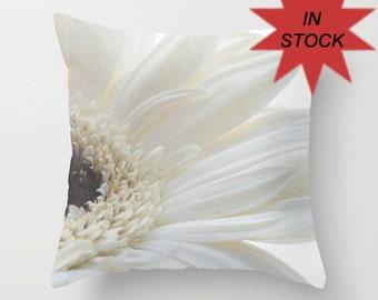 18x18 Gerbera Daisy Accent Pillow Cover, Throw Cushion Case, Handmade, Victorian Decor, Gift for Grandmother, Fresh Look, Summer Flower