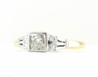 Vintage Diamond Engagement Ring, Single Stone Diamond Ring with Engraved Setting in 18 Carat Gold & Platinum, Circa 1940s.