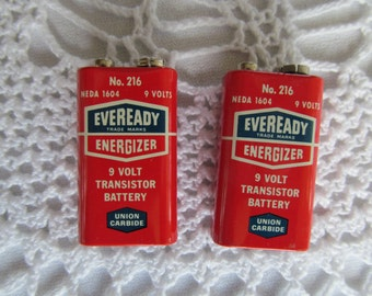 2 Vintage Eveready Energizer 9 volt Transistor Batteries Lot of 2 Battery Red Eveready Old