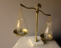 Vintage Brass Justice SCALE - Eagle Top, Marble Base