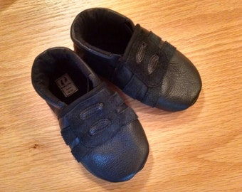 black tennis baby boys shoes size 6/ 18-24 months made in the usa