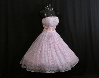 Vintage 1950's 50s Bombshell STRAPLESS Lavender Pink Taffeta Lace Tulle Lace Party Prom Wedding Bridal Dress Gown Medium Size