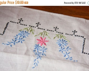 Vintage Embroidered Dresser Scarf with Hyacinth Flowers, Vintage linens, Pink, Blue, Floral, Wildflowers, French Country, Spring Home