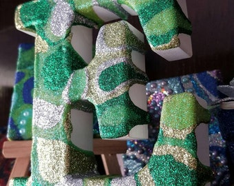 Freestanding Letter E, green glitter, wooden