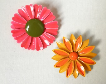 Pair of two retro enameled flower brooches // hippie // 1960s // boho style