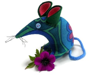 A Retro Mouse ? A Vintage Mouse ? THIS Mouse 60s in  blue green abstract daisy  vintage fabric